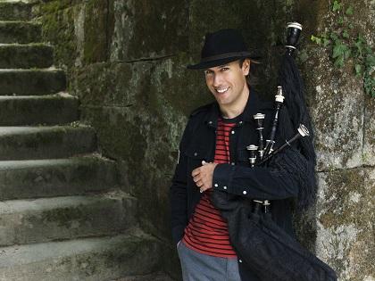 Música celta con Carlos Núñez en concierto en el Teatro Principal de Alicante