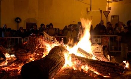 Encés de la foguera de Sant Antón a Villena