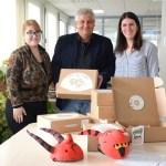 Xàbia recoge las maletas didácticas de la MACMA para que los colegios puedan trabajar las tradiciones de la Marina Alta