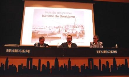 Vicente Sanjuán presenta 'Retrato del primer turismo de Benidorm', una visión fotográfica de los inicios del turismo en la ciudad