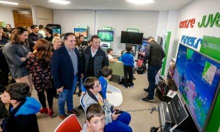Obri les portes el Centre juvenil de Finestrat en una jornada multitudinària
