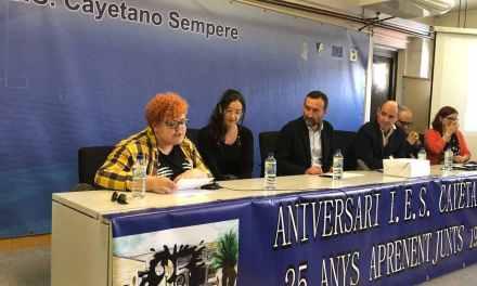 El instituto Cayetano Sempere reivindica el papel de las abuelas en su XXV aniversario