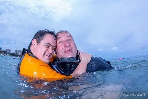 Voluntarios de la Universidad de Alicante participan el 1 de junio en la III Jornada de La Mar Solidaria de Alicante, el mayor evento para discapacitados en el mar