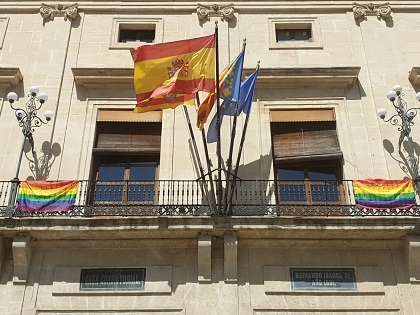 Concentración para celebrar el Día Internacional del orgullo LGTB en Alcoy