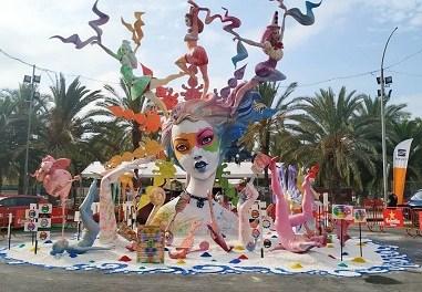 """Baver-Els Antigons aconsegueix el premi a la Foguera més accessible amb el seu monument """"Equilibri Cromatic' de l'artista Francisco Torra Josa"""