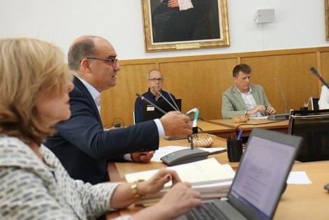 El rector de la Universitat d'Alacant defensa la integritat de l'article sobre el procés a Miguel Hernández