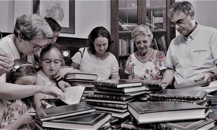 La familia de Rafael Martínez Morellá dona al Instituto Gil-Albert la colección privada de libros de la CAPA