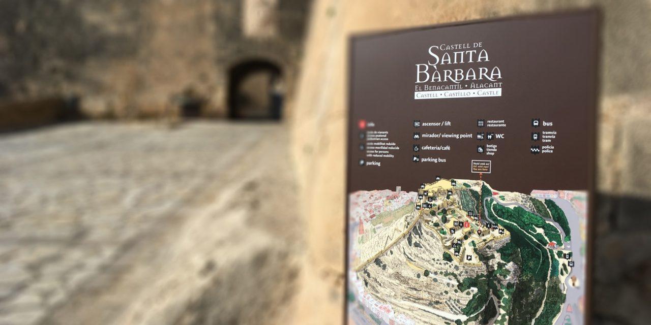 Los paneles informativos del Castillo de Santa Bárbara de Alicante se podrán leer en cinco idiomas después de su renovación