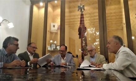 El Ayuntamiento de Orihuela y la Fundación Caja Mediterráneo culminan el acuerdo de arrendamiento de las instalaciones con la firma del contrato