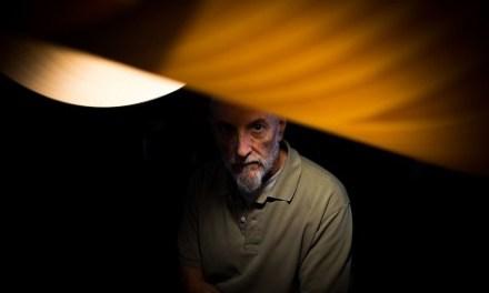 Javier Vallhonrat, premi nacional de fotografia, imparteix la conferència «Huellas, depósitos, sedimentos» en la Seu Ciutat d'Alacant