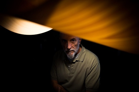 Javier Vallhonrat, premio nacional de fotografía, imparte la conferencia «Huellas, depósitos, sedimentos» en la Sede Ciudad de Alicante