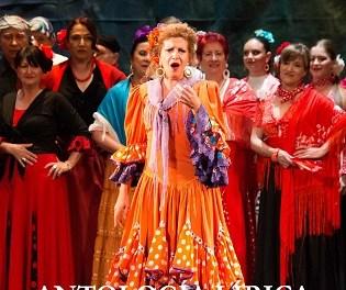 50 años de la Compañía Lírica Alicantina sobre el escenario del Teatro Cervantes de Petrer