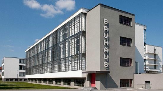 La crítica de Arte de El País, Ángela Molina, inaugura en la Sede el ciclo dedicado a la Escuela Bauhaus en el centenario de su creación