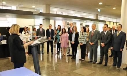 El Ayuntamiento de Alicante recibe a una delegación china de Suzhou y abre una exposición sobre esta ciudad milenaria en Puerta Ferrisa