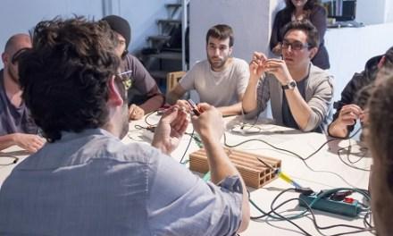Taller de construcció d'un kit de microfonía a Alcoi per Edu Comelles