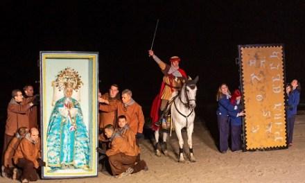 Más de 5.000 personas asisten a la representación del hallazgo de la Mare de Déu en la playa del Tamarit