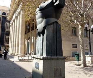 L'Ajuntament d'Alacant traslladarà l'escultura del Tors d' Agamenón II del Teatre Principal a la Albufereta