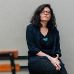"""Vivian Stergiou, escritora griega: """"Es conmovedor ver cómo la gente todavía encuentra maneras de divertirse y superar los tiempos difíciles"""""""