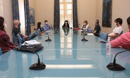 La Diputación de Alicante se compromete a estudiar medidas para reactivar el sector de las artes escénicas