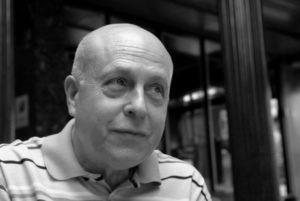 Cruzamos el Puente de los Espejos con… Javier Lostalé: La luz de lo perdido