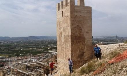 Patrimonio Histórico de Orihuela reanuda las obras de consolidación y rehabilitación de la muralla de la Torre Taifal del Castillo de Orihuela