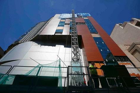 En junio finalizarán las obras de reparación de la fachada del Palacio de la Música de Torrevieja