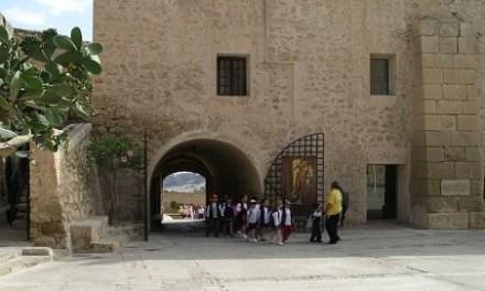 El Castillo de Santa Bárbara ha empezado a atender a los visitantes con un tercio de su aforo