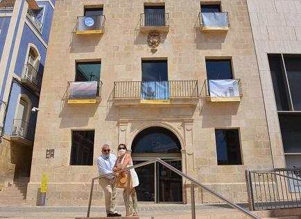 Cultura de Alicante invita a recorrer la exposición de fotos al aire libre «Desde mi balcón», que exhibe 50 instantáneas del confinamiento