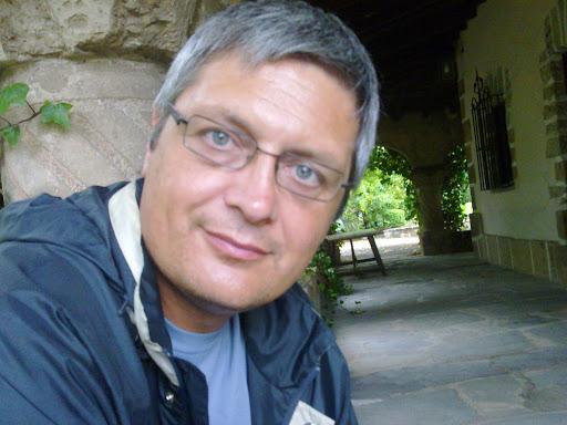Cruzamos el Puente de los Espejos con… Agustín Pérez Leal: Un cristal transparente