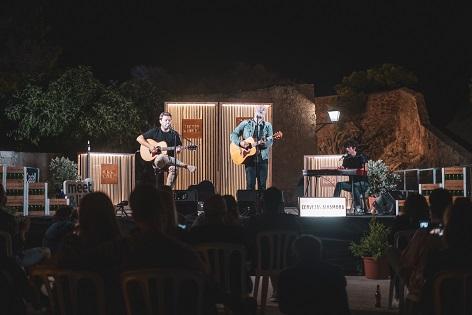 """""""Momentos Alhambra"""" va tornar aquest dimecres al Castell de Santa Bàrbara amb un exclusiu acústic de La Habitación Roja"""