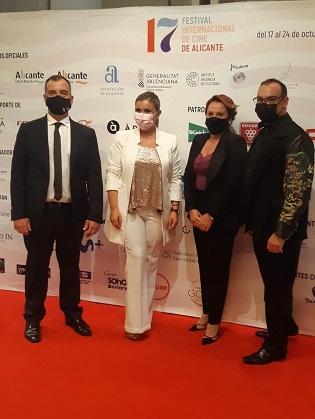 """La vicealcaldesa de Alicante entrega los premios """"Al mejor corto LGTBI"""" y """"Gastrocinema"""" en la Gala de Clausura del XVII Festival de Cine"""