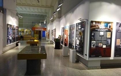 La Universidad de Alicante y el Ayuntamiento de Alicante presentan la exposición «Una història de titelles»