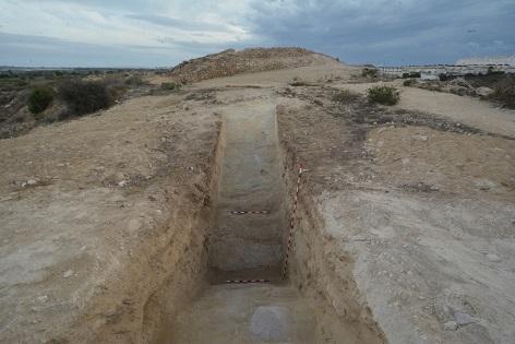 Arqueòlegs de la Universitat d'Alacant i del Museu Arqueològic de Guardamar del Segura localitzen el fossat defensiu del jaciment fenici Cabeço Xiquico de l'Estany