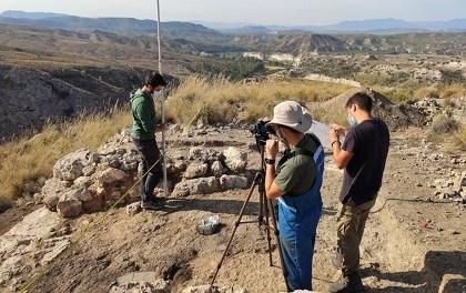 Arqueólogos de la Universidad de Alicante descubren la puerta principal de la fortificación de Los Almadenes (Hellín) construida para servir de muelle de carga