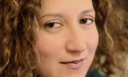 Cruzamos El Puente de los Espejos con… Beatriz Giovanna Ramírez: Desnuda junto al mar