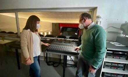 L'auditori Pedro Vaello de El Campello modernitza els seus equips tècnics d'il·luminació i so