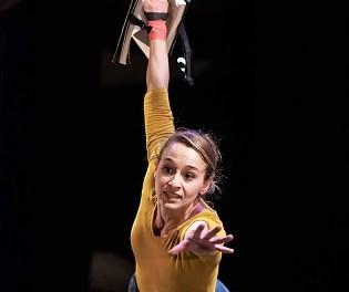 L'IVC presenta teatre i circ sobre l'escenari de l'Arniches amb Hermanas Picohueso i Voël