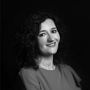 Cruzamos el Puente de los Espejos con… Ana Martínez Castillo: De lo terrible