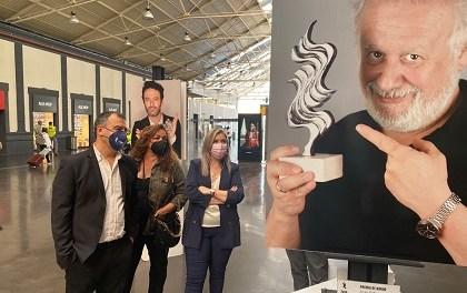 Mari Carmen Sánchez inaugura l'exposició fotogràfica del Festival de Cinema d'Alacant en l'estació d'ADIF