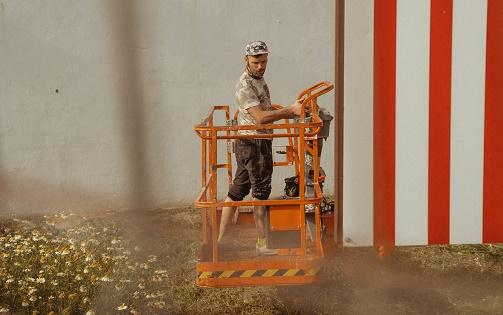 L'artista internacional Antonyo Marest inicia el seu nou mural de gran format a Villena