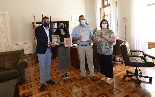 El Instituto Juan Gil-Albert dona un lote de más de 350 libros a la biblioteca de la Fundación Miguel Hernández