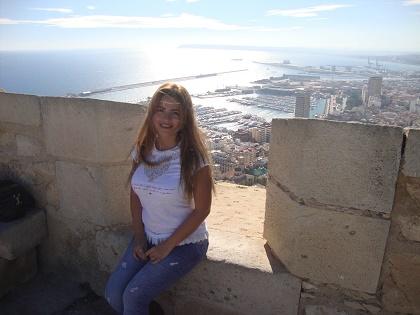 Nesrine Khoury, poeta y novelista de Siria que ahora escribe desde Alicante