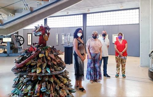 El Museo del Calzado de Elda acoge una exposición temporal de pintura y escultura realizada con zapatos reciclados
