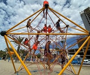 Gran éxito de participación en las actividades infantiles organizadas por turismo en la cala de Finestrat