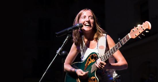 """La cantautora Inés Saavedra presenta su disco """"TERRA"""" en El Campello"""
