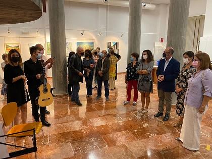 Artistas locales de El Campello protagonizan una exposición colectiva en la Biblioteca Municipal