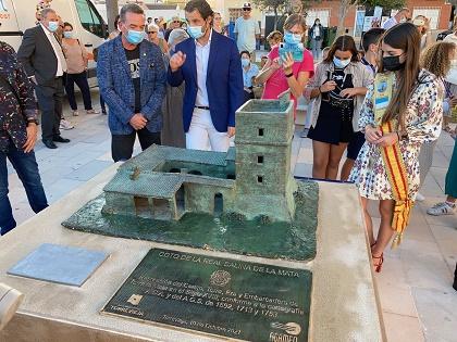 Inaugurado el monolito sobre la recreación del cortijo y torre de la Mata en Torrevieja