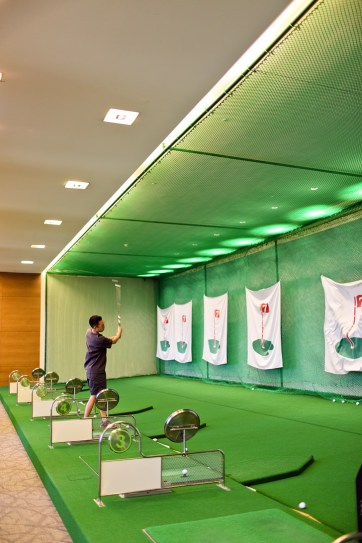 Driving Range at the Conrad Seoul - the perfect place to stay in Seoul Korea // localadventurer.com