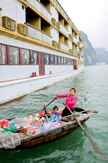Taking the Luxury Golden Cruise through Halong Bay Vietnam // localadventurer.com