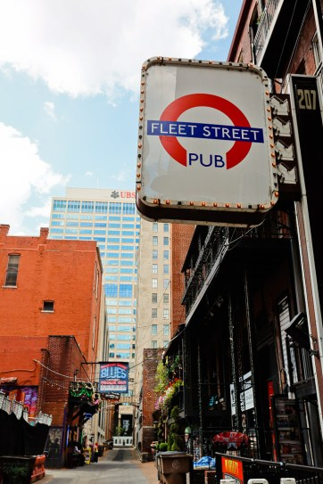 Printers Alley Nashville TN - once Once the heart of the printing and publishing industry in Nashville // localadventurer.com